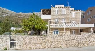 vooraanzicht Guesthouse Miro