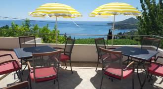 gemeenschappelijk terras met zeezicht