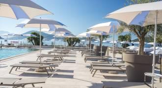 Strand en zwembad