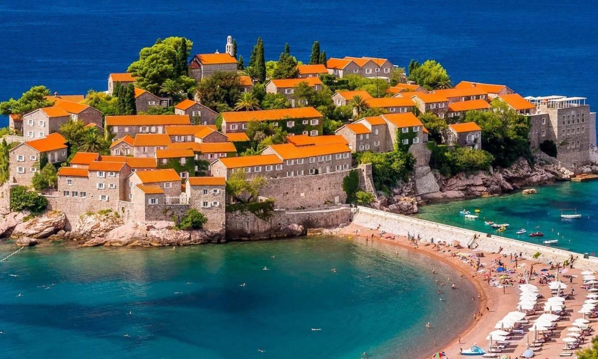 Fly Drive Montenegro - Rondreis Montenegro - Vakantie Montenegro - Sveti Stefan