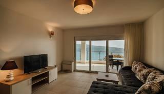 woonkamer met toegang balkon
