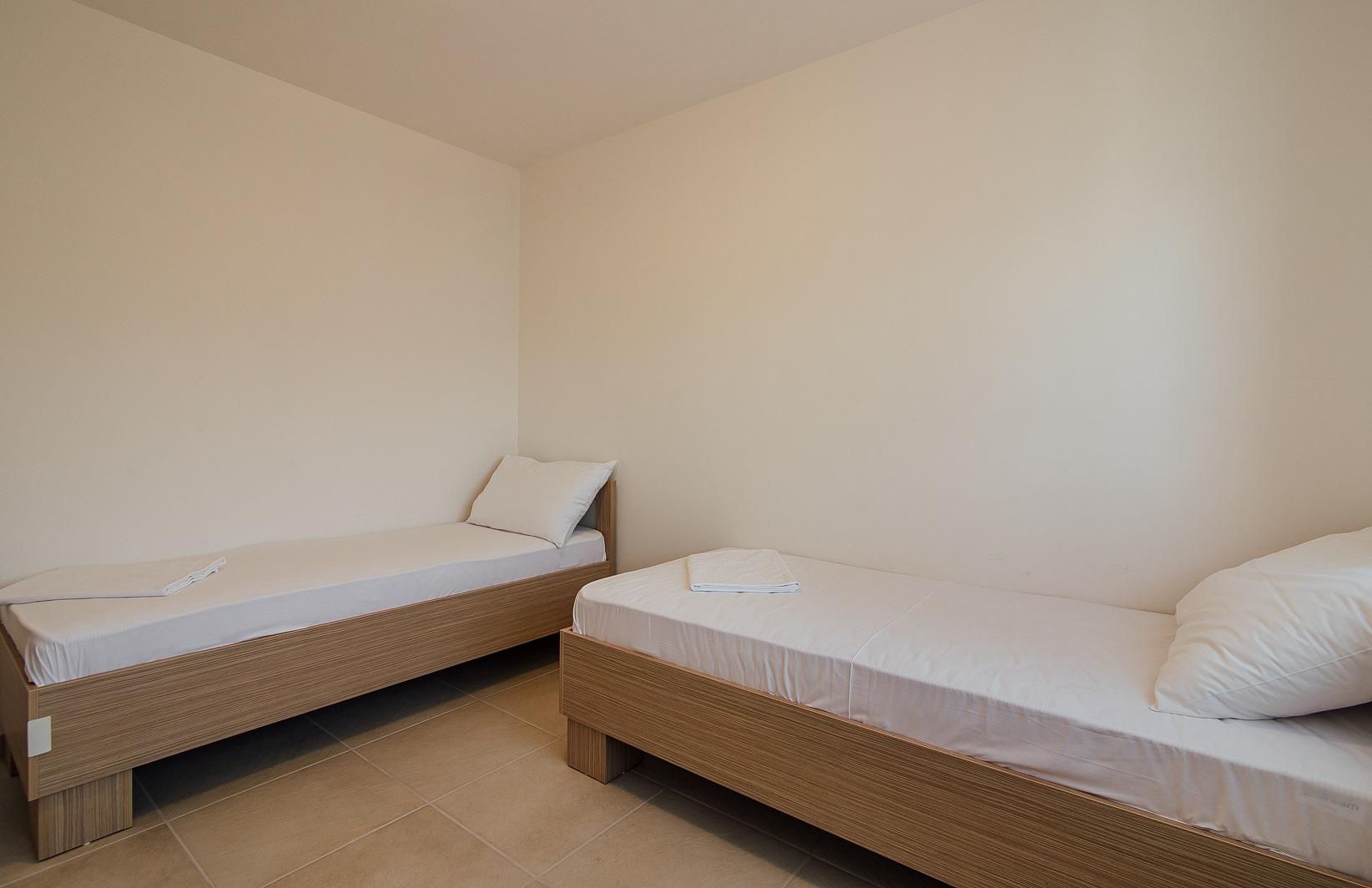 twee single bedden in extra slaapkamer